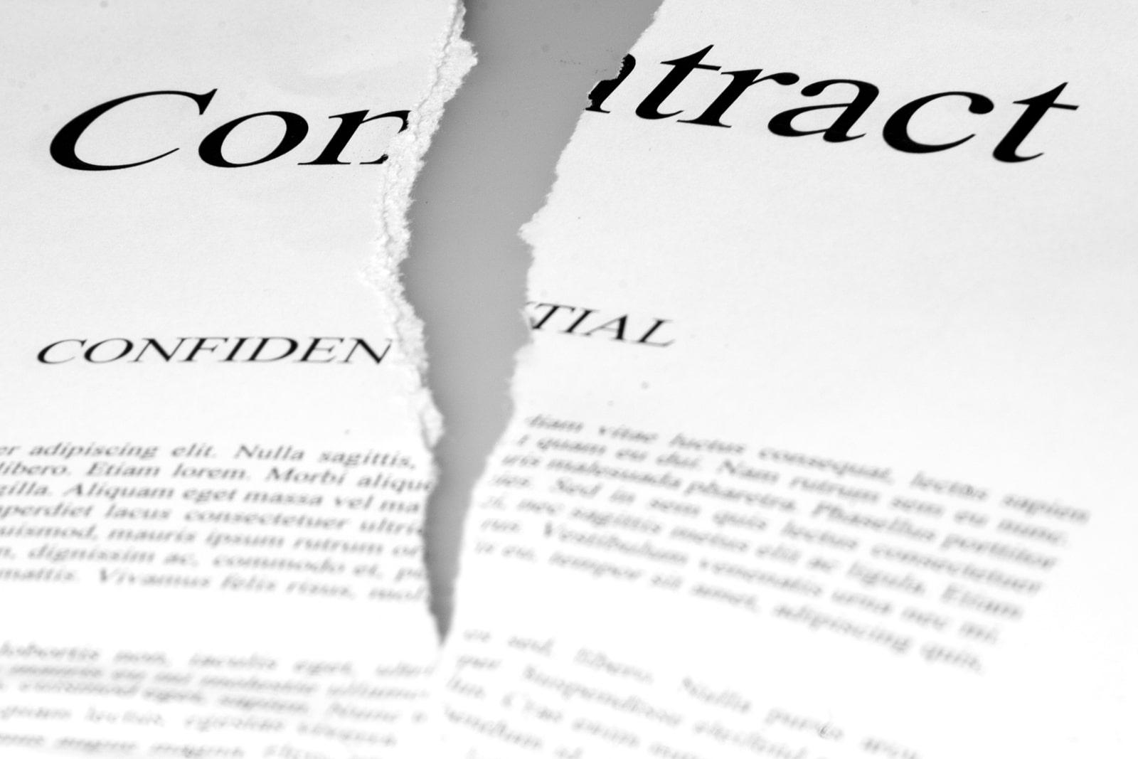 El fallecimiento del trabajador relevado causa la extinción de su contrato de trabajo, pero no determina el cese del contrato del relevista.