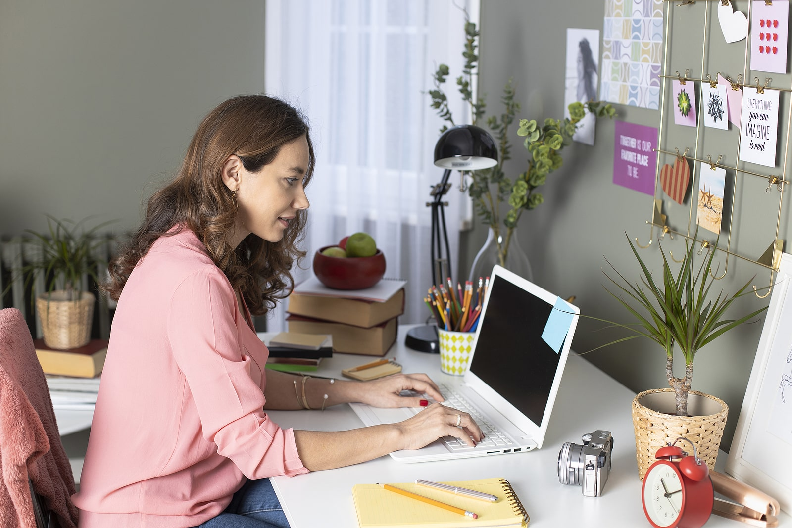 bigstock-Woman-Working-From-Home-Freel-347037988-min