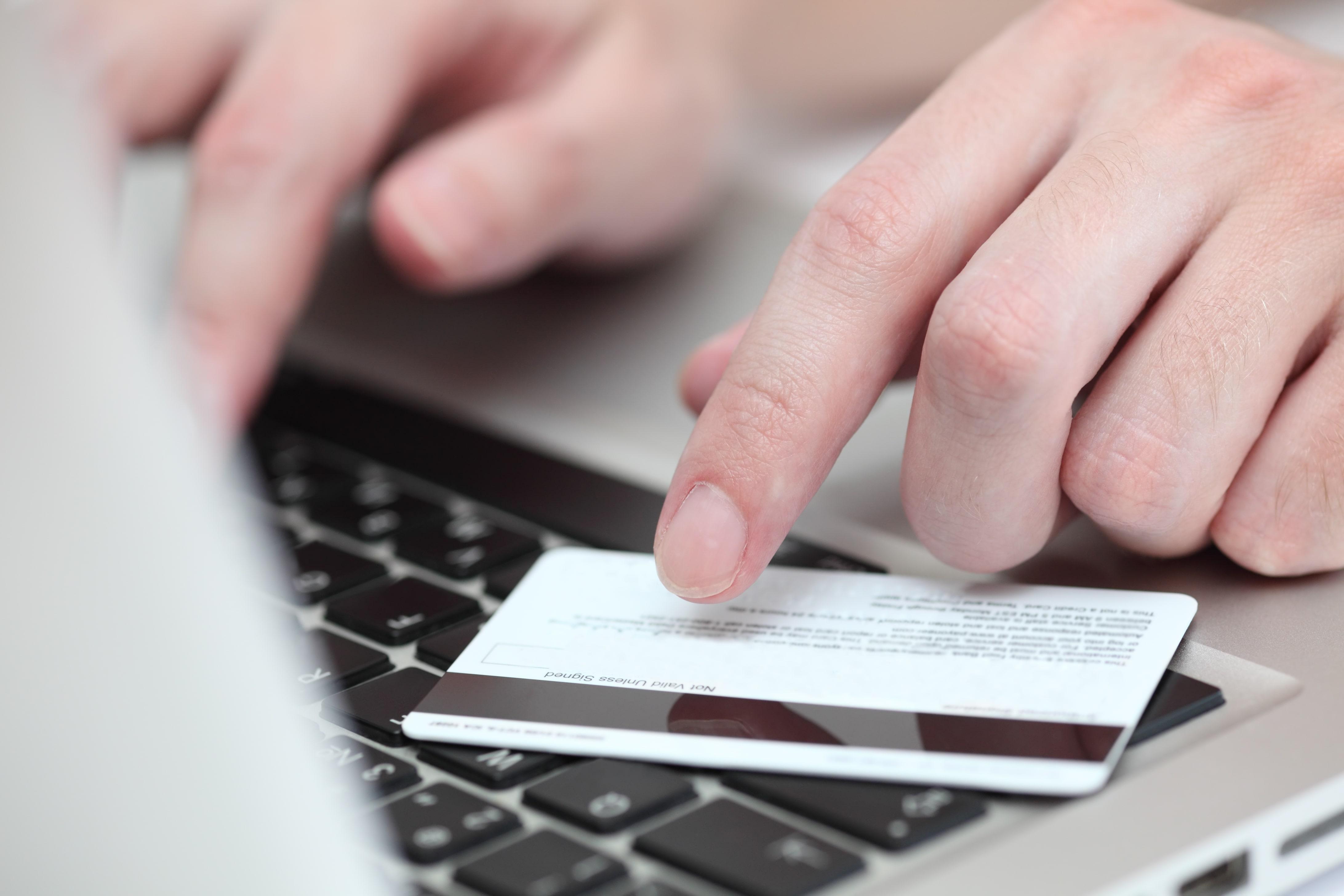 online-shopping-PYPSUVL-min