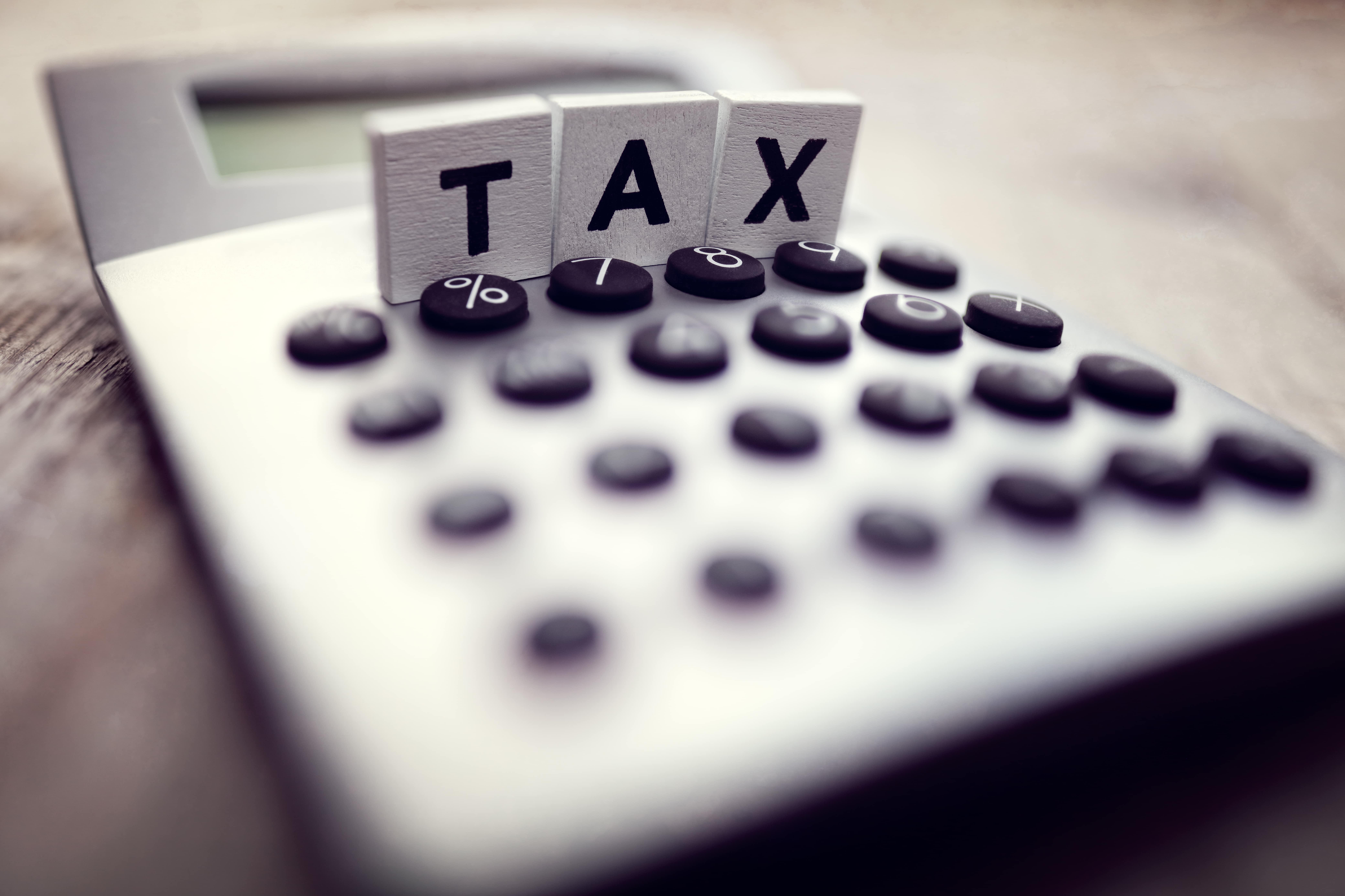 calculating-tax-PMQMKCF-min