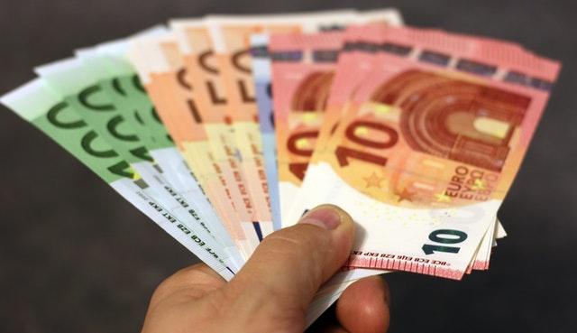 Indemnización por fin de contrato fraudulento y despido improcedente